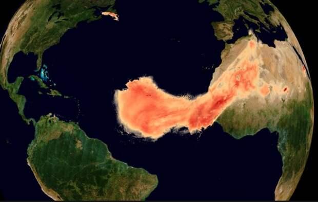 Идущего через Атлантику «Годзиллу» показали из космоса