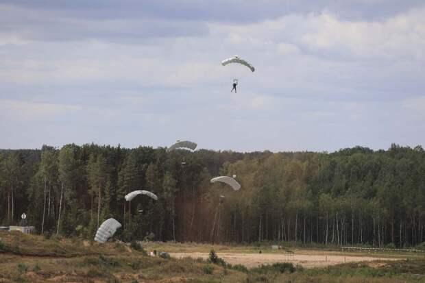На полигоне ЗВО в Ленинградской области прошли тактические учения с подразделениями спецназа