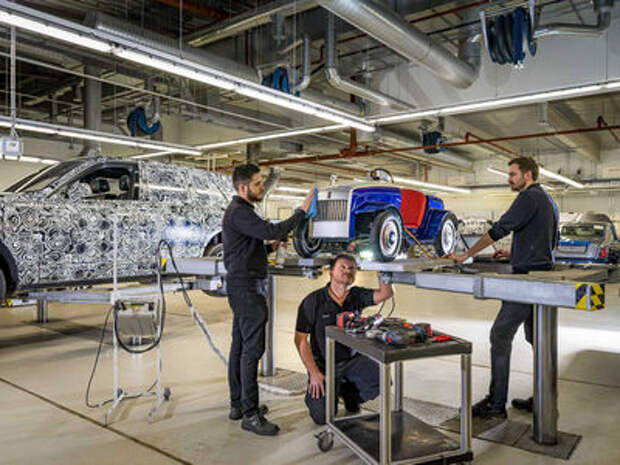 Rolls-Royce провел первое ТО своей самой маленькой модели
