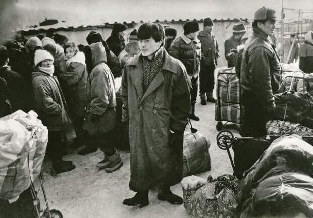 12 черно-белых фото России времен перестройки, МММ и войны в Чечне