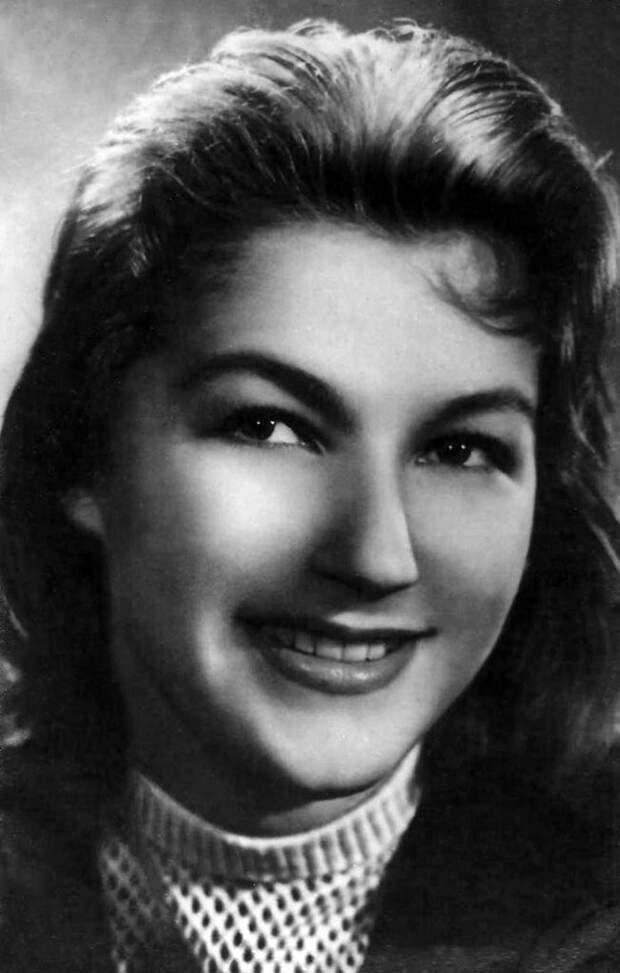 Как выглядела в детстве мать «Гардемаринов» Светлана Дружинина, и как преображалась с годами ее красота