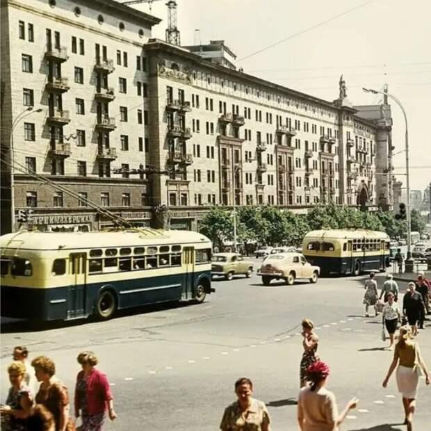 Как Советский Союз издевался над советскими людьми.