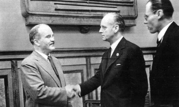 Пакт Молотова-Риббентропа: кому на самом деле он был выгоден
