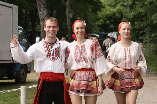 Украина: «ледибой» в вышиванке