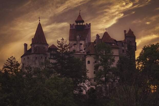 Проколы иорудия пыток: замок Дракулы вРумынии стал центром вакцинации отCOVID-19