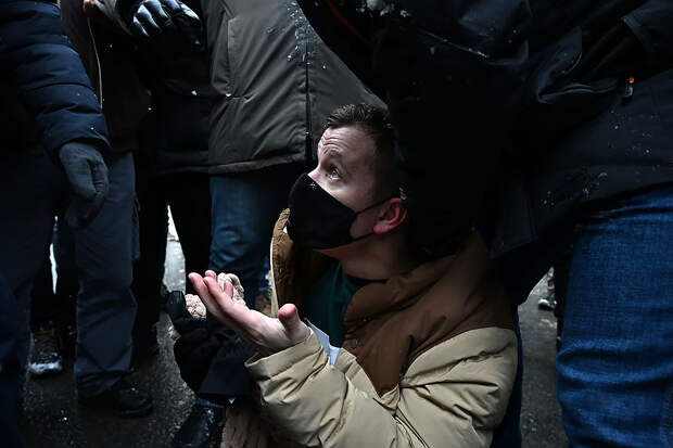 «Cразу посадят, а не штраф»: полицейские начали приходить к участникам протестов в Москве