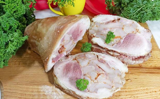 Мясная нарезка на хлеб и на закуску. Получилось дешевле сосисок и вкуснее ветчины