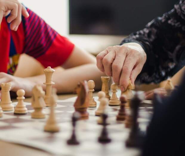 Пациенты с ковидом в госпитале в Сокольниках устроили шахматно-шашечный турнир