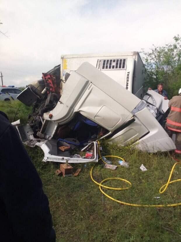 Водитель-иностранец попал в ловушку на одесской трассе, кадры: спасатели сделали всё возможное