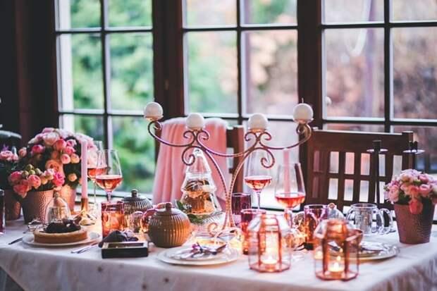 Отмечаем праздник в ресторане: за и против