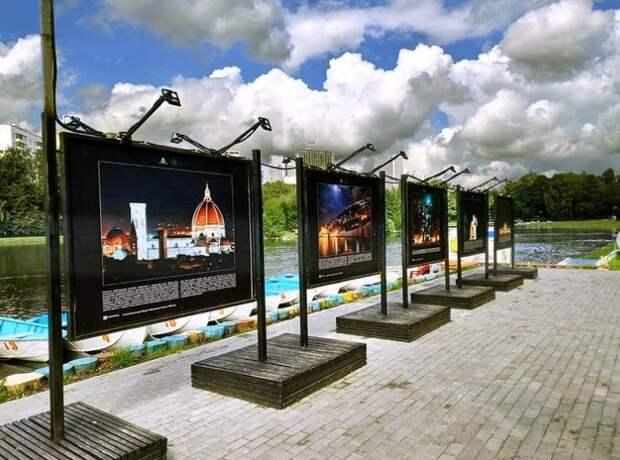 В парке «Ангарские пруды» открылась фотовыставка «Странники в ночи»