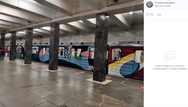 Фото дня: граффити-поезд на «Водном стадионе»