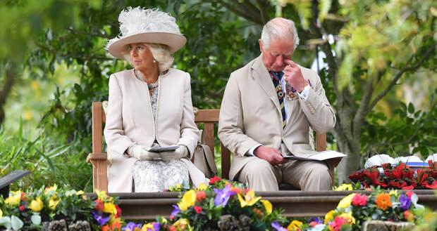 Камилла Паркер-Боулз вместе с принцем Чарльзом,  который плачет