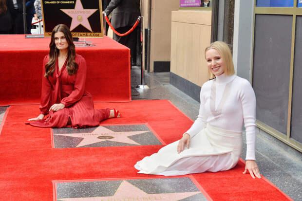 Кристен Белл и Идина Менцель получили звезды на Аллее славы в Голливуде