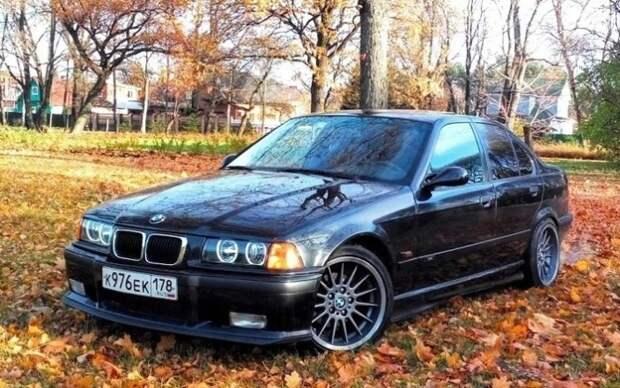 Черная «бэха» в кузове E36 – предмет обожания российских подростков 90-х. | Фото: drive2.ru.