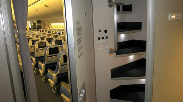 Секретные спаленки стюардесс надальних перелетах