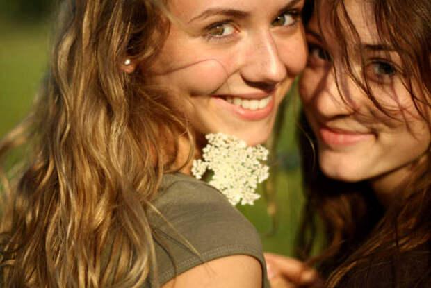 Улыбка, пусть даже и искусственная, заставляет ваш мозг чувствовать себя счастливым