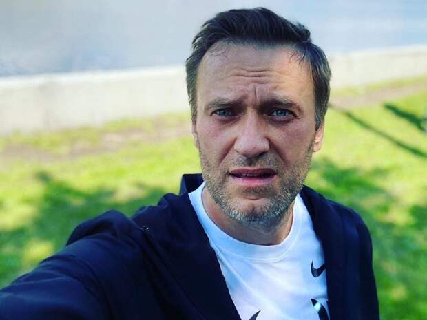 Зеленский назвал инцидент с Навальным покушением