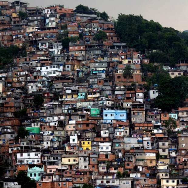 Бразильские фавелы подходят разве что для экстремального туризма и острых ощущений. /Фото: popmeh.ru