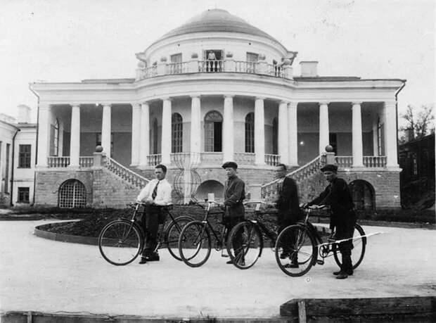 Усадьба Воейкова в 1938 году. /Фото: arzamas.academy