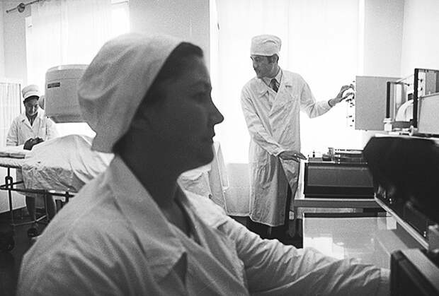 Сотрудники Ташкентского института онкологии и радиологии Академии наук Узбекистана, 1973 год