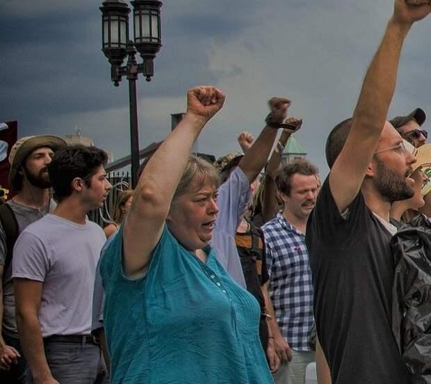 Севастопольцы выступили против застройки по проекту подшефных Базарова