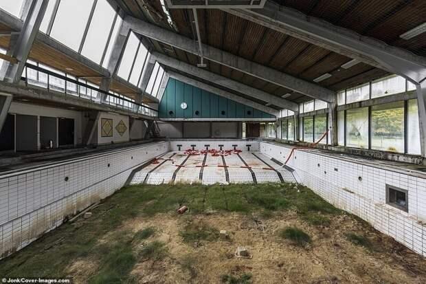 Брошенный бассейн в Дании