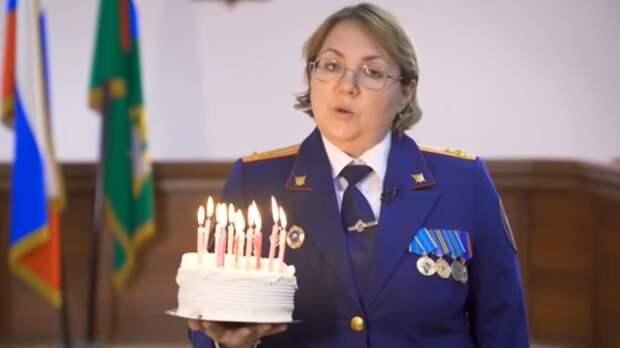 Сотрудники Следкома оригинально поздравили оренбургских школьников с14-летием