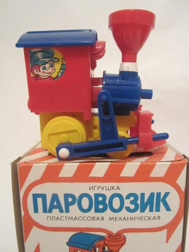 Одна из игрушек - заводной паровоз, пользовавшийся спросом в Польше