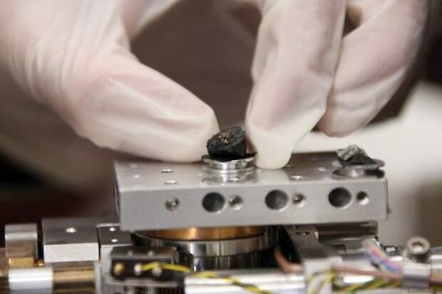 Неизвестный кристалл из челябинского метеорита поразил ученых