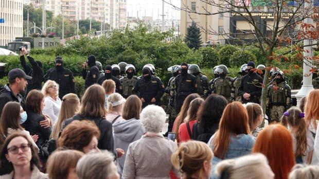 Сорви маску с силовика: Бабий бунт в Минске пошёл врукопашную. С визгом и матом