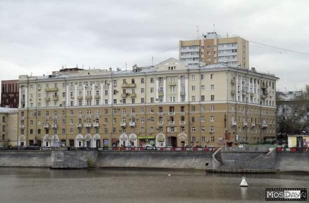 Почем в Москве продают подвал в доме на Саввинской набережной