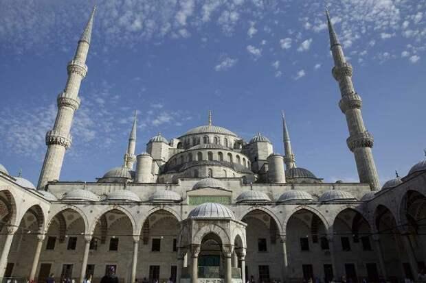 Голубая мечеть в Стамбуле. Фото: Noe Falk Nielsen/ZUMAPRESS.com/www.globallookpress.com