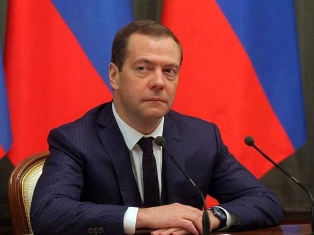 К встрече с президентом Дмитрий Медведев перестал сильно кашлять и загорел