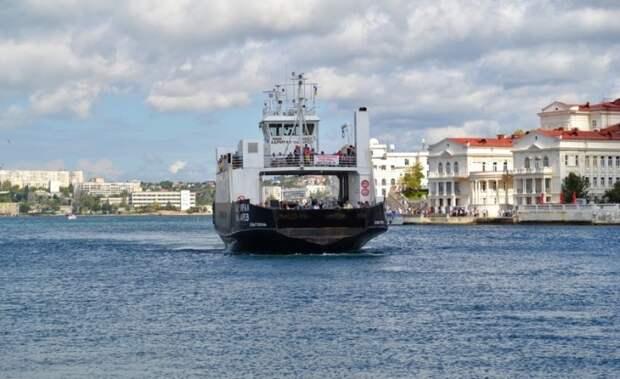 Паром и катера приостановят работу в Севастополе из-за непогоды