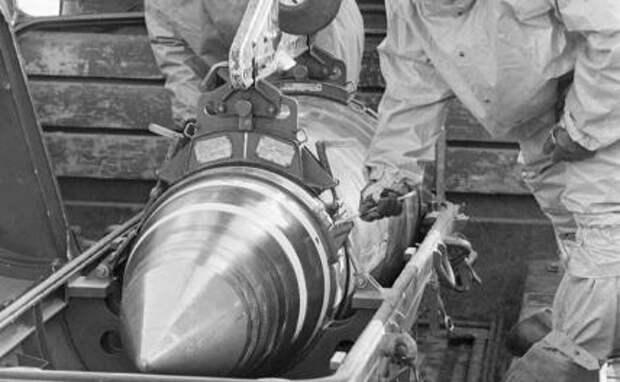 На фото: вывод ядерного оружия с территории Украины,1992 год.