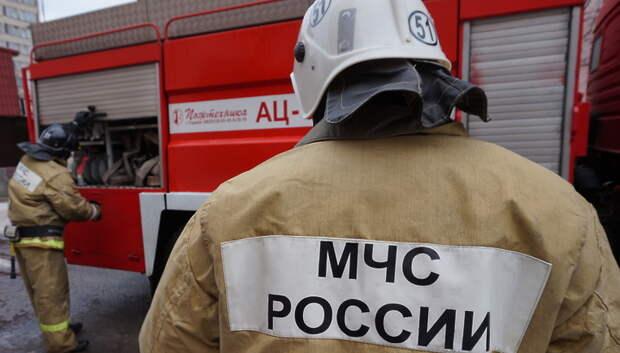 Пожарные ликвидировали возгорание в бытовке в деревне Большое Толбино