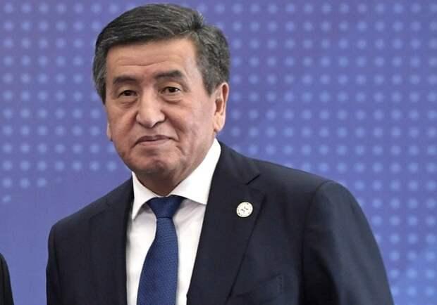 Президент Киргизии прилетел на парад, а уйдёт на самоизоляцию