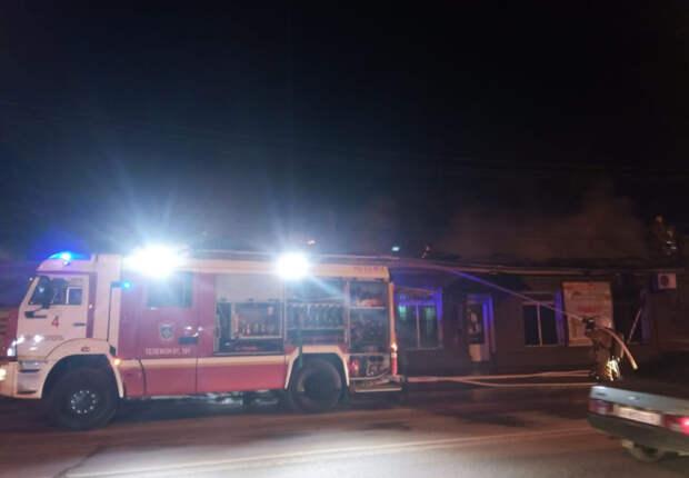 На пожаре в Ялте сотрудники МЧС спасли двух человек