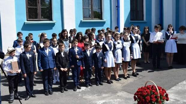 Четверть школ вСеверной Осетии защищают только вахтеры исторожа