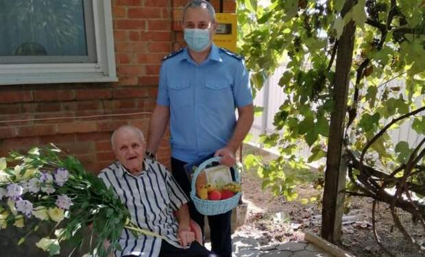 В Кавказском районе ветерану исполнилось 102 года