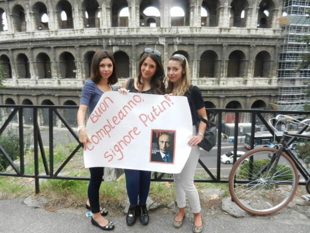 Итальянская оперная дива обнажилась на Красной площади, признаваясь в любви к Владимиру Путину
