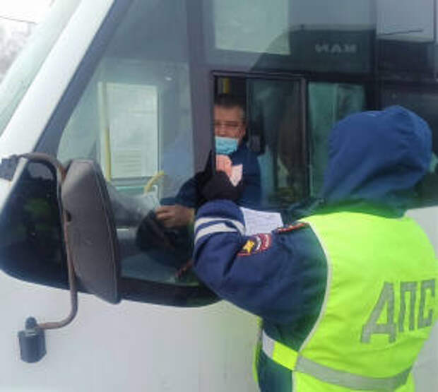 Сотрудники красноярской Госавтоинспекции провели проверку пассажирского автотранспорта