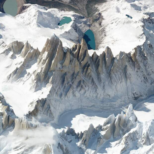 Полигональный вид на Монте-Фитц-Рой. 19 марта 2018 года. SkySat. Image © 2018 Planet Labs, Inc. cc-by-sa 4.0 .