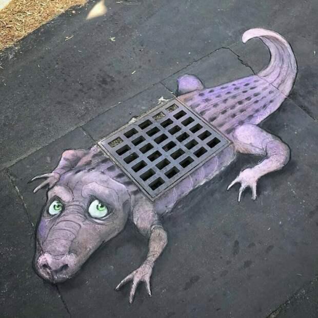 Сиреневые крокодилы на серых улицах