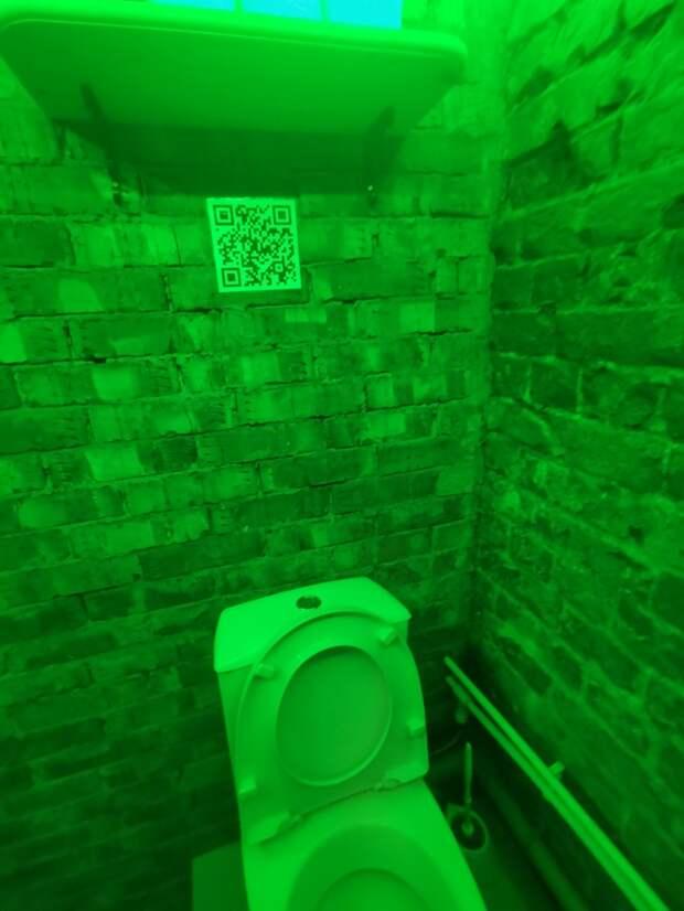 Qr код в туалете паба