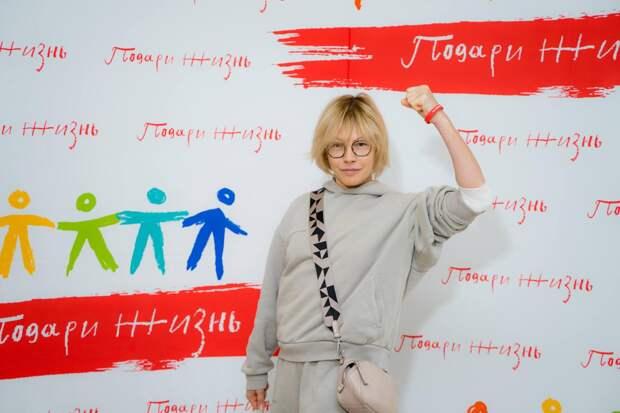 Дарья Мороз, Анатолий Белый, Алена Бабенко и другие звезды сдали кровь в Национальный день донора