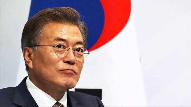 Президент Южной Кореи боится оконфузиться вСША, как премьер Японии