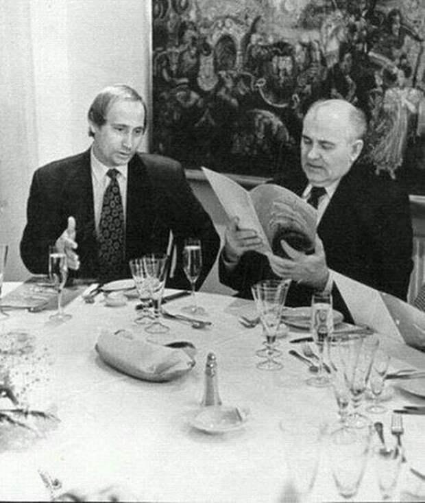 """Горбaчев и Путин в рecторане """"Невский палас"""", 1994 год, Санкт–Петербург."""