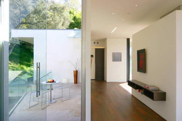 Расширенный под землю дом в Калифорнии